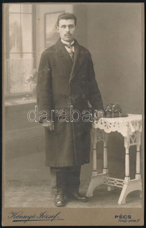 cca 1913 Pécs, Könnyű József fényképész műtermében készült, keményhátú vintage fotó, a felirat szerint Németh Jánost ábrázolja, 16,3x10,4 cm