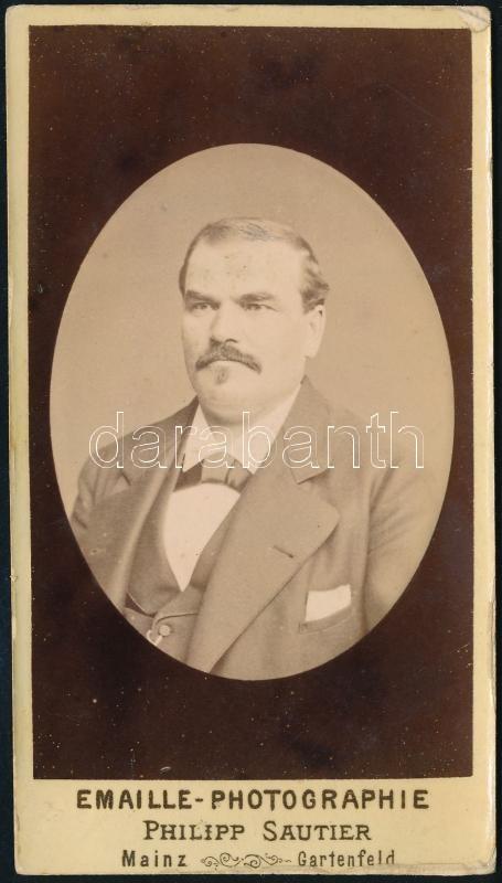 cca 1870 Porcelánkép utánzatú, dombornyomott, keményhátú vintage fotó, Philipp Sautier műterméből, 10,8x5,9 cm