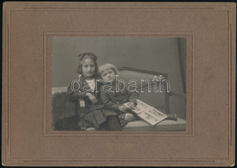 cca 1925 Szentes, Hegedűs V. utóda fényképész műtermében készült, keményhátú vintage fotó, 10,2x14,7 cm, karton 18x25,5 cm
