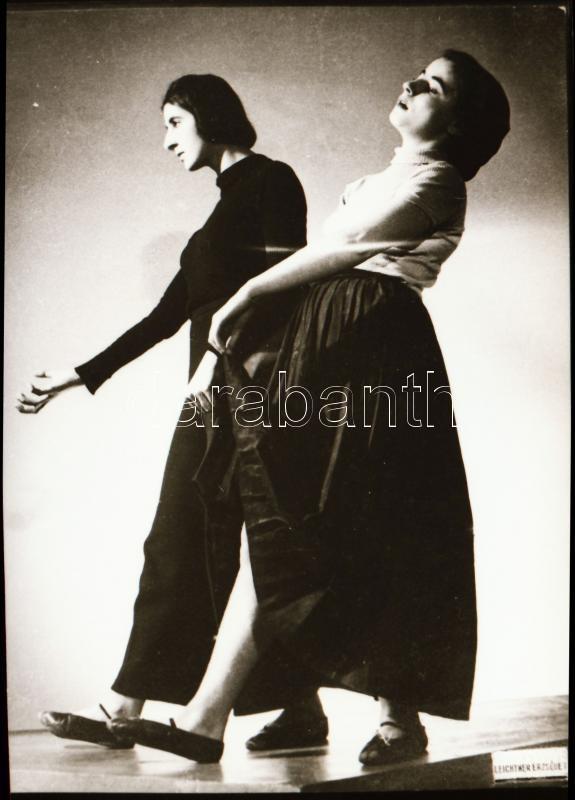 cca 1935 Szentpál Olga (1895-1968) mozgásművészeti iskolájának történetéről egy db szabadon felhasználható NEGATÍV, 3,8x5,2 cm