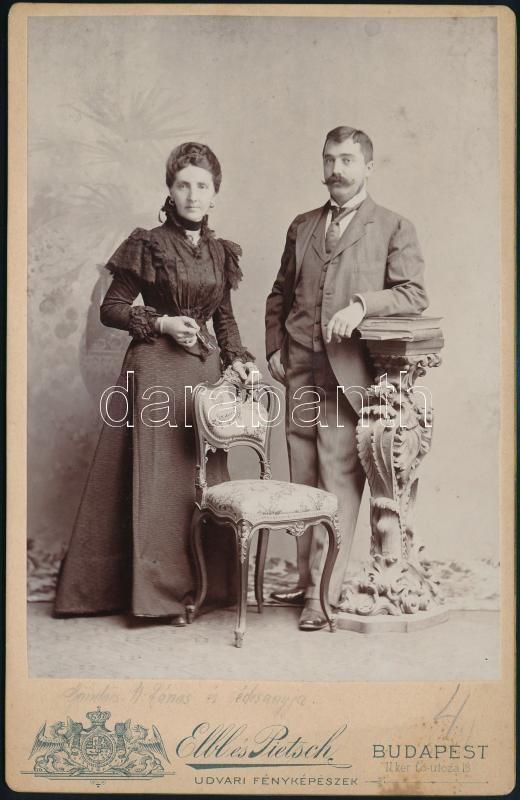 cca 1890 Budapest, Elbl és Pietsch fényképészeti műtermében készült, keményhátú vintage fotó, felirata szerint Göndöcs N. János és édesanyja látható a képen, 16,5x10,5 cm