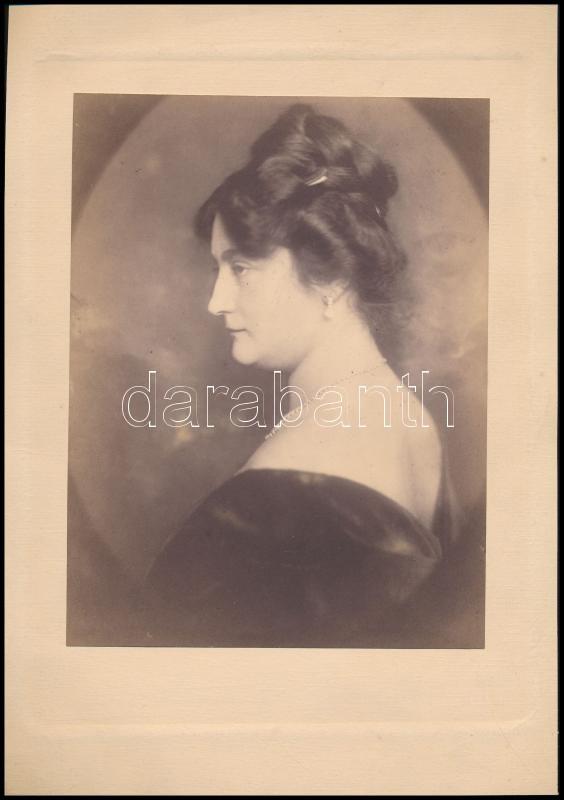cca 1925 Jelzés nélküli vintage műtermi fotó, Gaiduschek Erzsi stílusában, 20,4x15,8 cm, karton 29,3x21 cm