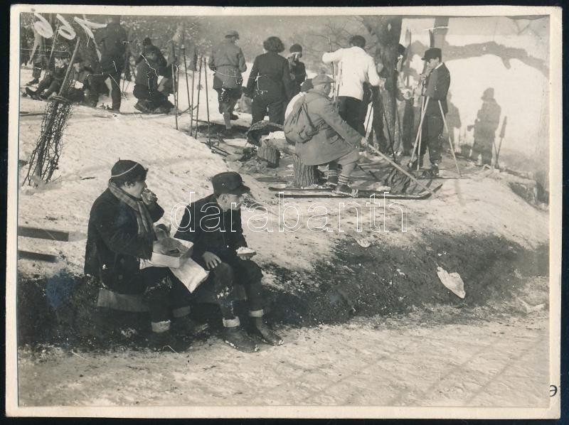 cca 1931 Kinszki Imre (1901-1945) budapesti fotóművész hagyatékából jelzés nélküli vintage fotó (ez a szerző 802. sz. felvétele), 6,5x8,5 cm