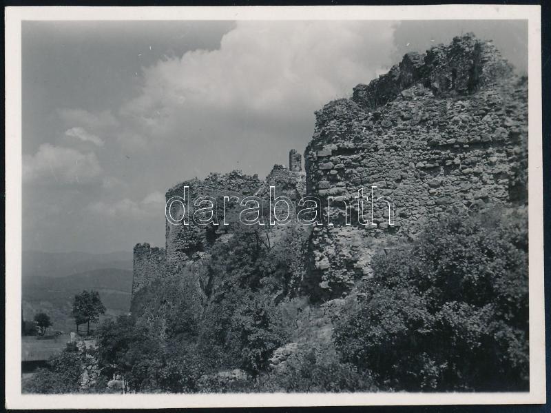cca 1930 Kinszki Imre (1901-1945) budapesti fotóművész hagyatékából, jelzés nélküli vintage fotó (várrom), 6,5x8,6 cm