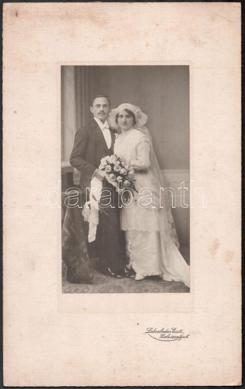 cca 1910 Zalaszentgrót, Lakenbacher Eszti fényképész műtermében készült, keményhátú vintage esküvői fotó, 31x19,3 cm