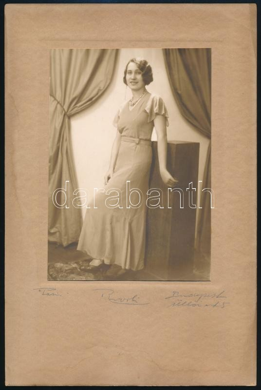 cca 1925 Budapest, Rivoli fényképész műtermében készült, vintage fotó, 15x10,5 cm, karton 25x16,5 cm