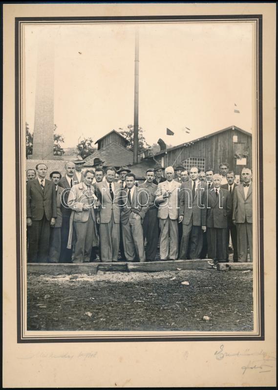 1948 Miskolc, Erdődy Gyula fényképész aláírt és pecséttel jelzett vintage felvétele, 23,4x17,5 cm, karton 29,4x20,8 cm