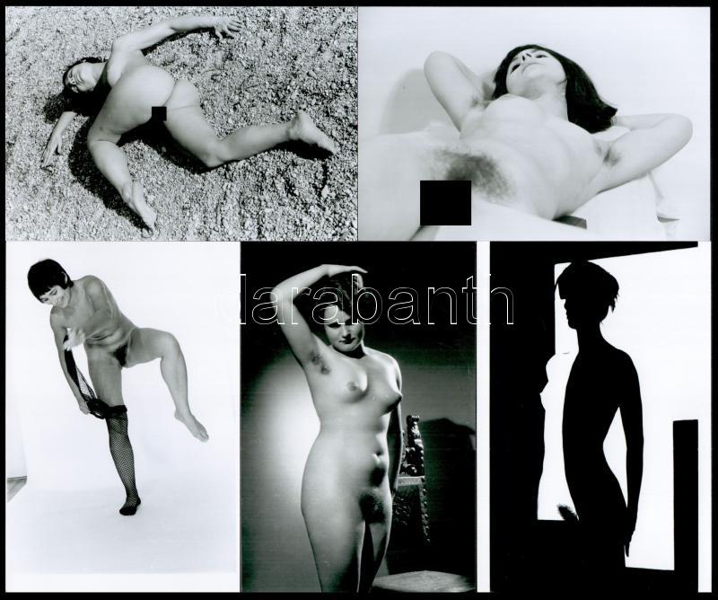 Különböző időpontokban, eltérő helyszíneken, több fotómodell közreműködésével készült 5 db szolidan erotikus fotó, mai nagyítások, 15x10 cm