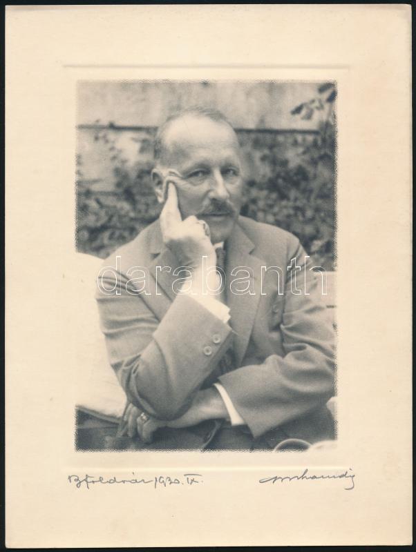 1930 Orphanidesz János (1876-1939) aláírt vintage fotója, a felirat szerint dr. Balogh Elemért ábrázolja Balatonföldváron, ún. művészfólián keresztül másolva, 23,8x18 cm