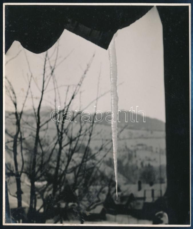 cca 1934 Kinszki Imre (1901-1945) budapesti fotóművész hagyatékából, jelzés nélküli vintage fotóművészeti alkotás (jégcsap), 14x11,7 cm