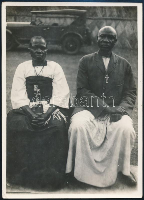 cca 1925 Uganda, a hittérítők automobillal érkeztek, 1 db vintage fotó feliratozva + 1 db vintage nyomdatechnikai DIAPOZITÍV felvétel, 17,4x12,7 cm és 10,2x5,3 cm