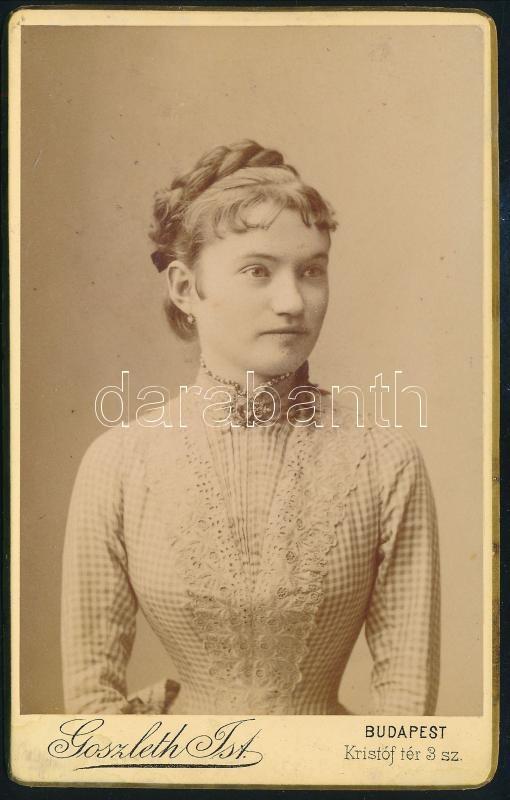 cca 1893 Goszleth István (1850-1913) budapesti fényképész műtermében készült, keményhátú, vintage fotó, 10,5x6,5 cm
