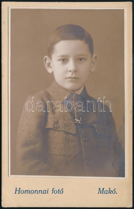 1930 Makó, Homonnai fényképész műtermében készült, keményhátú vintage fotó, feliratozva, 10,8x6,8 cm