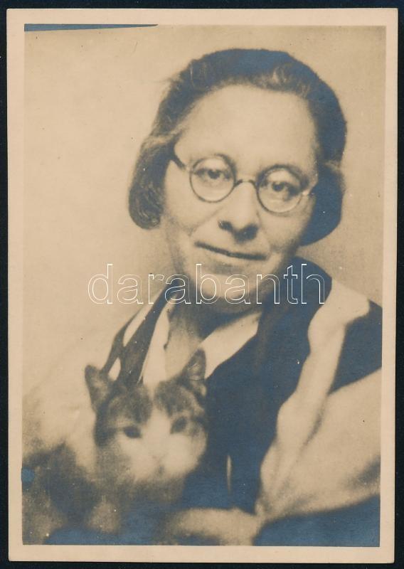 cca 1933 Gémes Irma, feliratozott vintage fotó Kinszki Imre (1901-1945) budapesti fotóművész hagyatékából, 8,5x6 cm