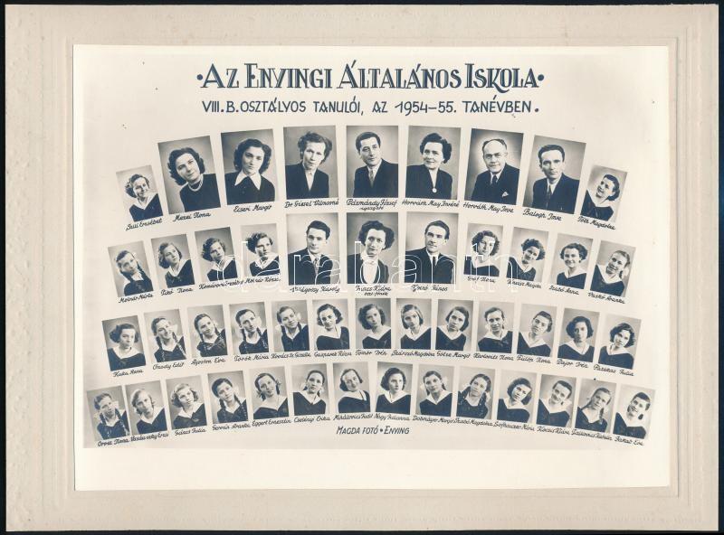 1955 Enying, az Általános Iskola tanárai és végzős diákjaik, kistabló nevesített portrékkal, kasírozva, 17,5x23,5 cm, karton 21x28,5 cm