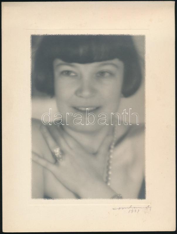 1933 Orphanidesz János (1876-1939) aláírásával jelzett vintage fotóművészeti alkotás, művészfólián keresztül lágyítva, képméret 17x12 cm, papírméret 24x18 cm