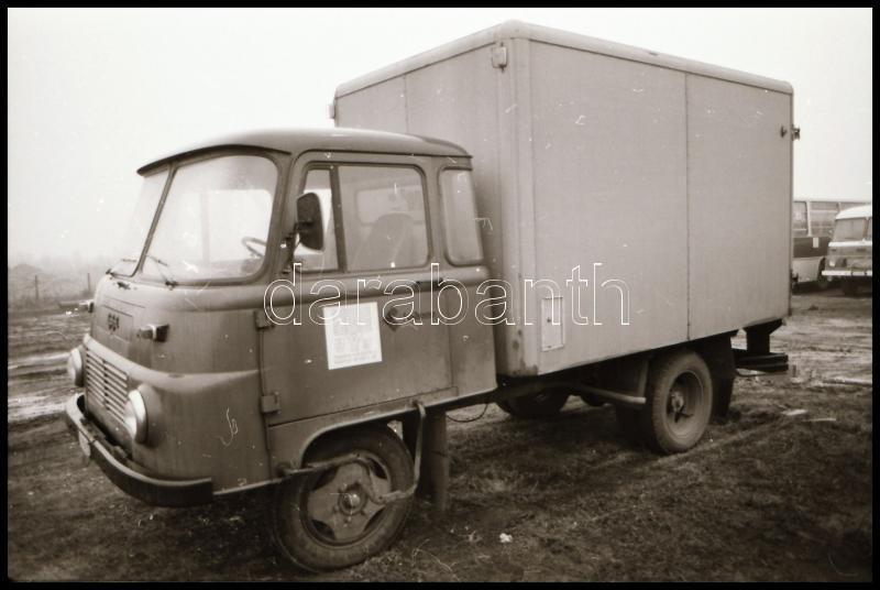 cca 1978 Teherautó, hűtőszekrénnyel felszerelve, külső-belső felvételek, Magyar Alfréd budapesti fotóművésztől 10 db vintage NEGATÍV, 24x36 mm