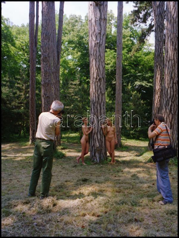cca 1994 Őzikék és vadászok, Menesdorfer Lajos (1941-2005) budapesti fotóművész hagyatékából, 1 db vintage NEGATÍV, 6x6 cm