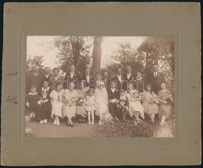 1924 Siófoki esküvői csoportkép, feliratozott vintage fotó, 11,5x17 cm, karton 18,8x23 cm