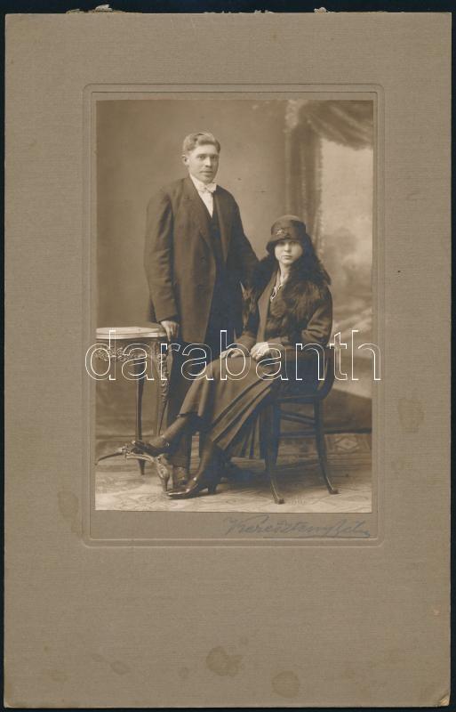 cca 1910 Budapest, Kőbánya, Keresztély Béla fényképész műtermében készült, keményhátú vintage fotó, 25x16 cm
