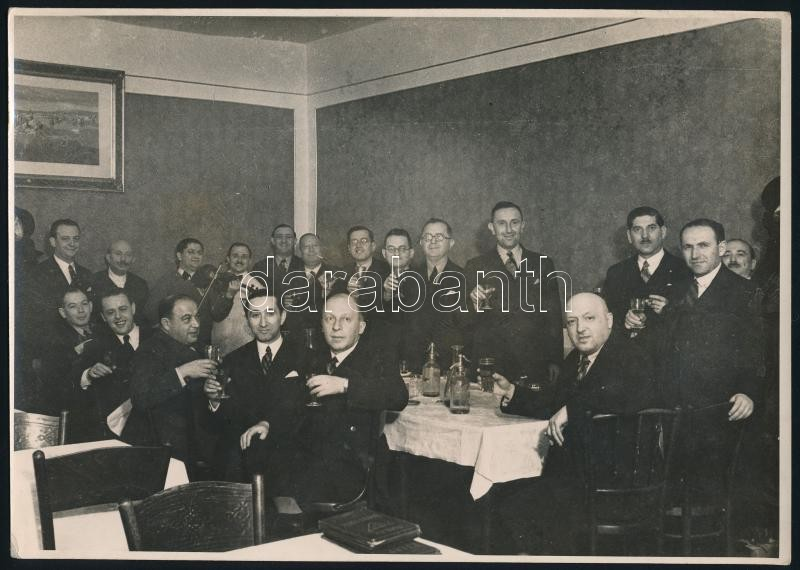 1935 Budapest, Kun bankett, Leon H. fia fényképész pecsétjével jelzett vintage fotó, 16,7x23,4 cm