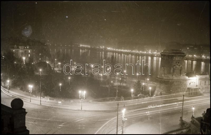 cca 1932 Kinszki Imre (1901-1945) budapesti fotóművész hagyatékából vintage NEGATÍV (éjszakai felvétel), 6x9 cm