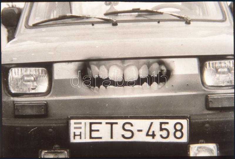 cca 1989 Ragadozó kisautó (fotómontázs), 1 db vintage DIAPOZITÍV, 24x36 mm