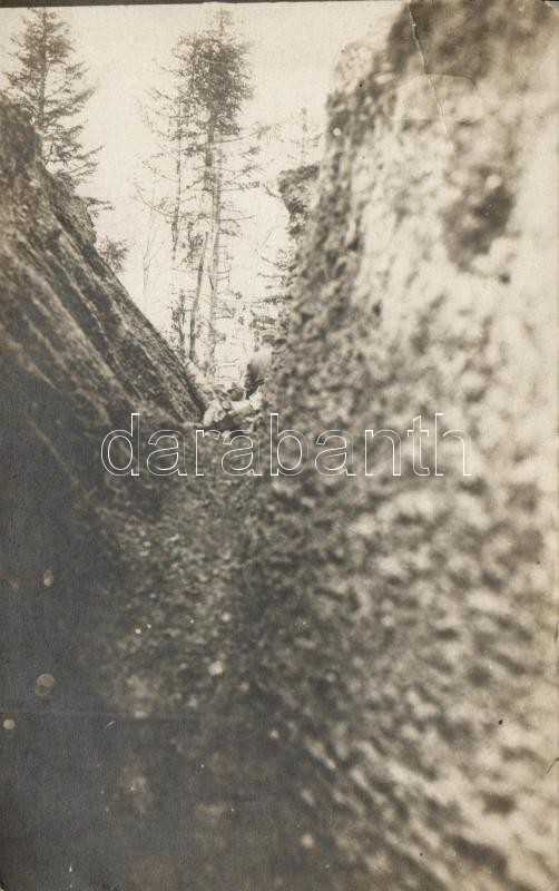Military WWI, soldiers in the trench, photo, Katonák az árokban az első világháború alatt, fotó