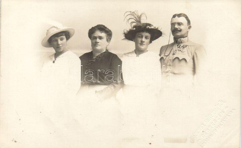 1915 WWI Hungarian military officer with his family photo, 1915 Első világháborús magyar katona és családja photo