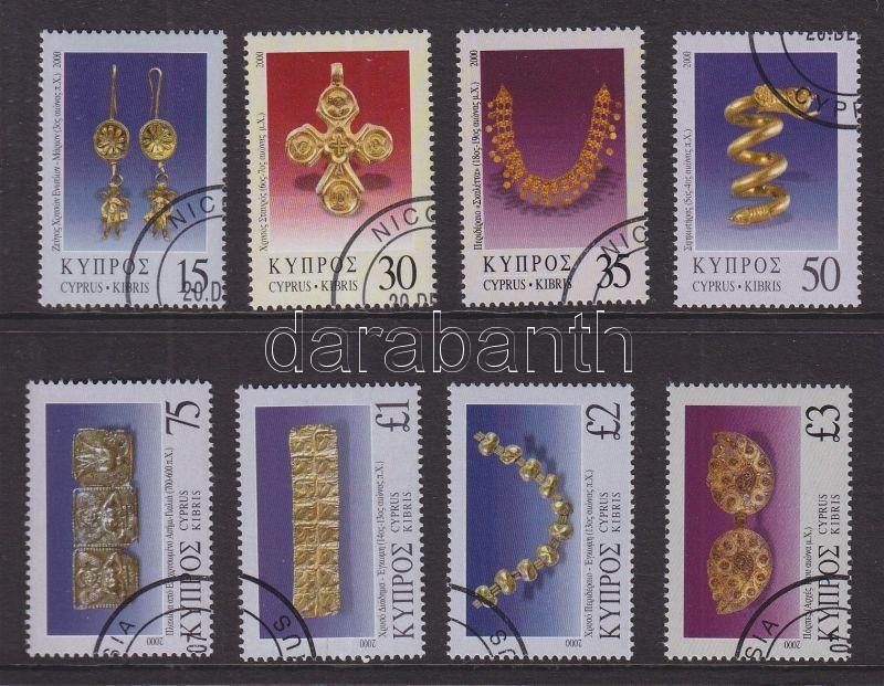 Ékszerek 4 kis érték kivételével teljes sor Jewellery complete except 4 small values
