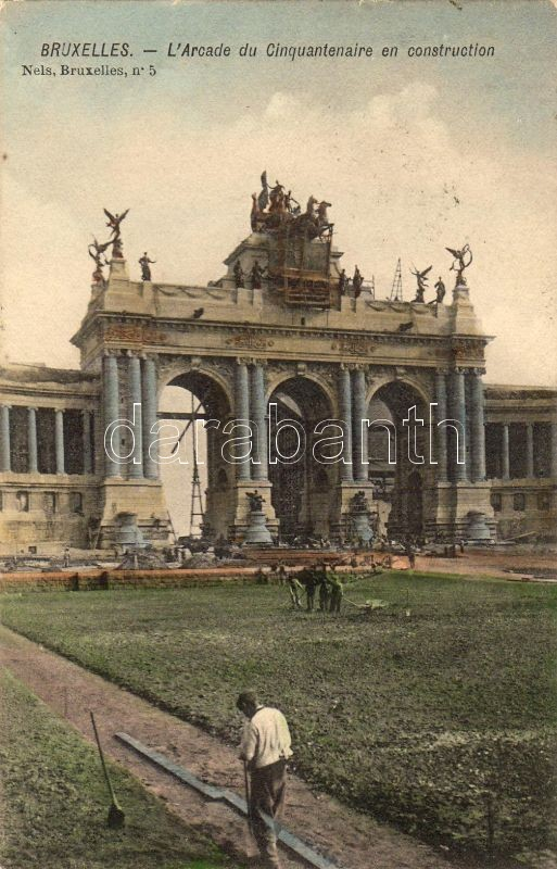 Brussels, Bruxelles; Arcade di Clinquantenaire en construction / arch construction