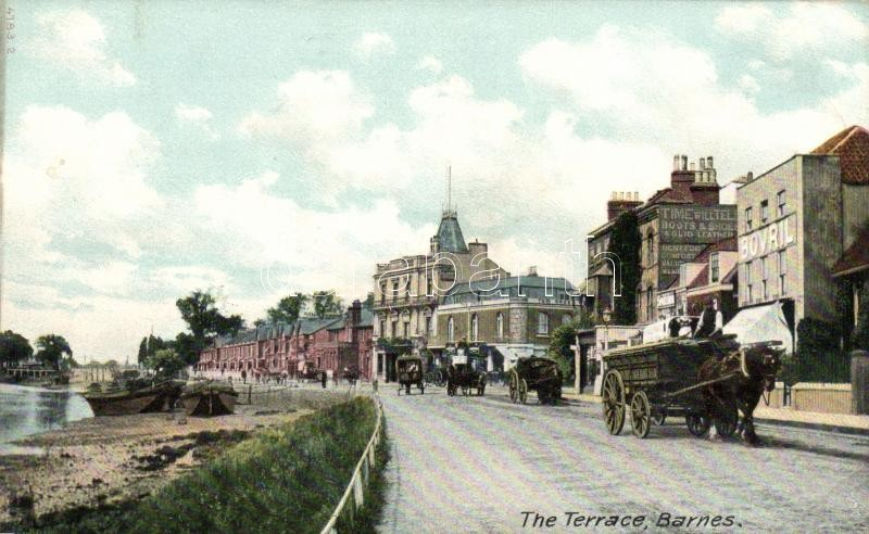 London Barnes, the terrace / Horse-drawn carriage