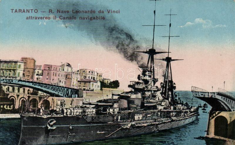 Olasz királyi haditengerészet, SS Leonardo da Vinci hadihajó a tarantoi kikötőben, Royal Italian Navy, SS Leonardo da Vinci at the port of Taranto
