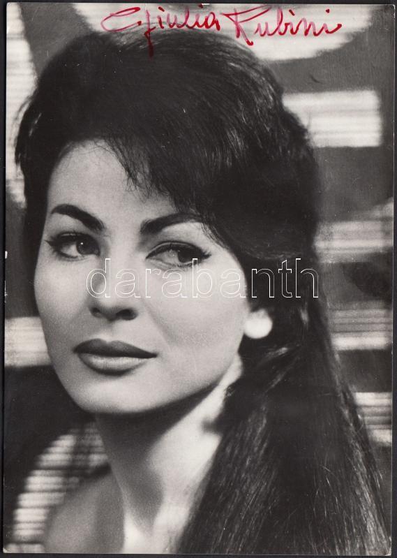 Giulia Rubini(1935-) autograph signature, Giulia Rubini színésznő (1935-) saját kezű aláírása az őt ábrázoló fotón