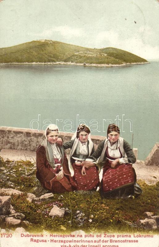 Dubrovnik, Ragusa; Herzegovinian women on the Breno street in front of the Lokrum Island, herzegovinian folklore, Dubrovnik, hercegovinai nők, folklór, Lokrum-sziget