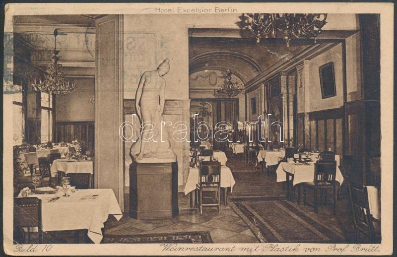 Berlin, Hotel Excelsior, Weinrestaurant, Plastik von Prof. Brütt / hotel, restaurant, statue, interior
