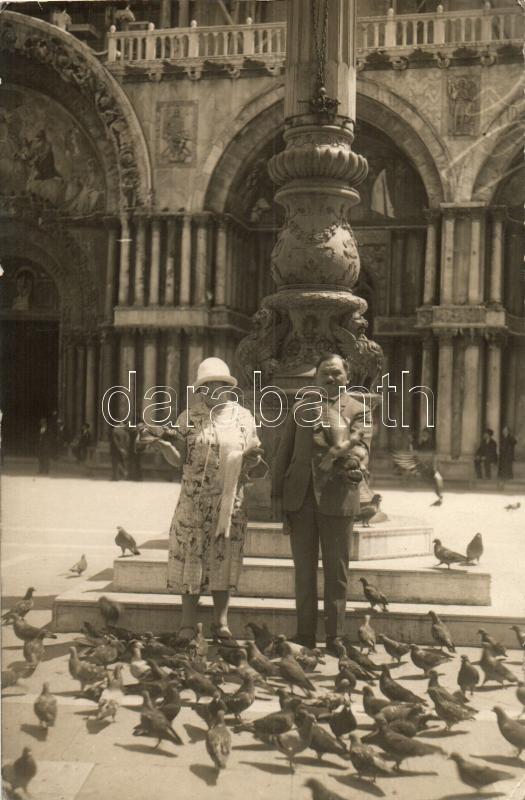 Venice, Venezia; St Mark's Basilica, pigeons, photo