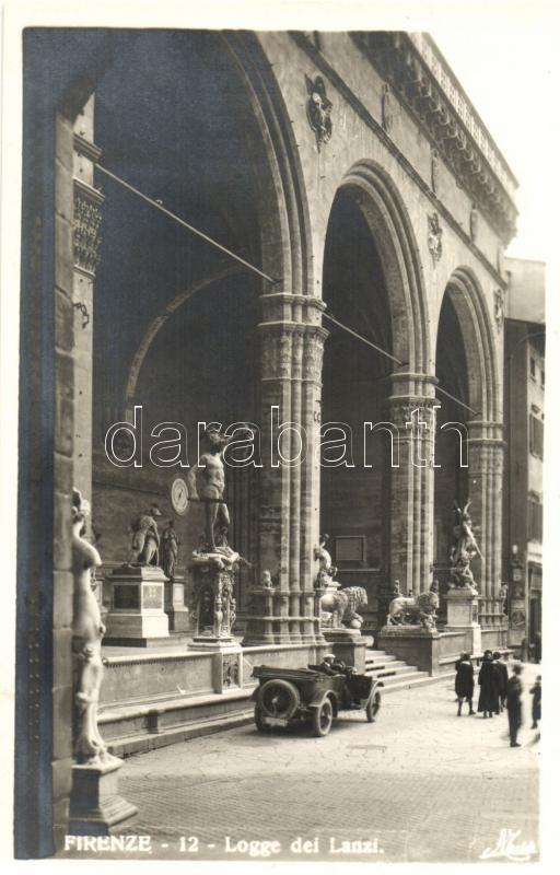 Firenze, Florence; Logge dei Lanzi / automobile