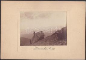 cca 1910 Kerny István (1879-1963): Tatarului-hegy, vintage fotó, jelzés nélkül, a szerző hagyatékából, 8x11 cm, karton 14x19 cm