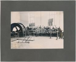 cca 1930 A Röck István Gépgyár termékeit és dolgozóit  bemutató album egy lapja, rajta két felragasztott fotó, 12,5x17,5 cm, karton 20x25 cm