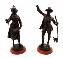 cca 1950, Német paraszt pár szobor, spiáter, jelzés nélkül, hibás, 25cm