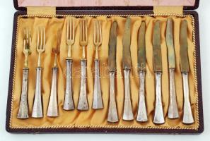 cca 1950 Desszertes evőeszközkészlet, ezüst nyéllel, jelzett, Ag, br.:267gr., 1 villa pótolt, egy foghíjas, díszdobozban