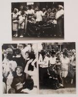 1991 Bp., II. János Pál pápa látogatása Budapesten, életképek, kartonra ragasztott fotók, egyik sérült, 39x29 cm