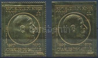 1971 Charles de Gaulle fogazott + vágott aranyfóliás bélyeg Mi 279