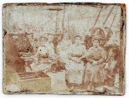 cca 1910 Gyár, munkásnőkkel a Tószegi utcában 12x9 cm