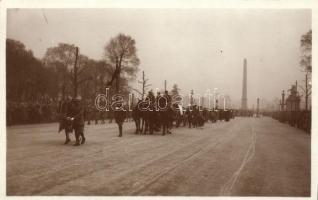 1929 Funerailles du Marechal Foch; le fanion et le cheval du Marechal / the funeral of Marshal Foch
