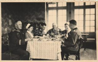 Artillerie-Offiziere am Tisch / Wehrmacht Artillery, German officers at the dining table, photo, Tüzérségi tisztek, fotó