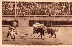 Nimes, Arena, bullfight, torreador Une Passe de manteau a lAlimon