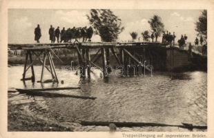 ruppenübergang auf improvisirter Brücke / WWI Austro-Hungarian military, bridge, I. világháborús Osztrák-Magyar katonák a hídon, Az Érdekes Újság