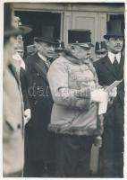 1917 Budapest, Hadirepülőgép Kiállítás Kirchner Hermann cs. és kir. altábornagy és más főtisztek. Fotó vágott széllel 11x17 cm